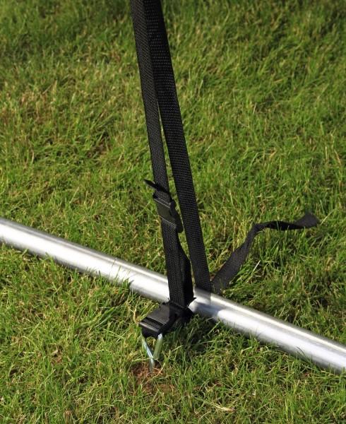 Bodenhaken für Trampolin Detail installiert