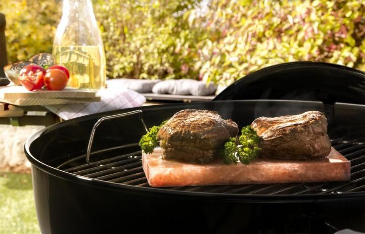 Salzstein Ambiente mit Fleisch