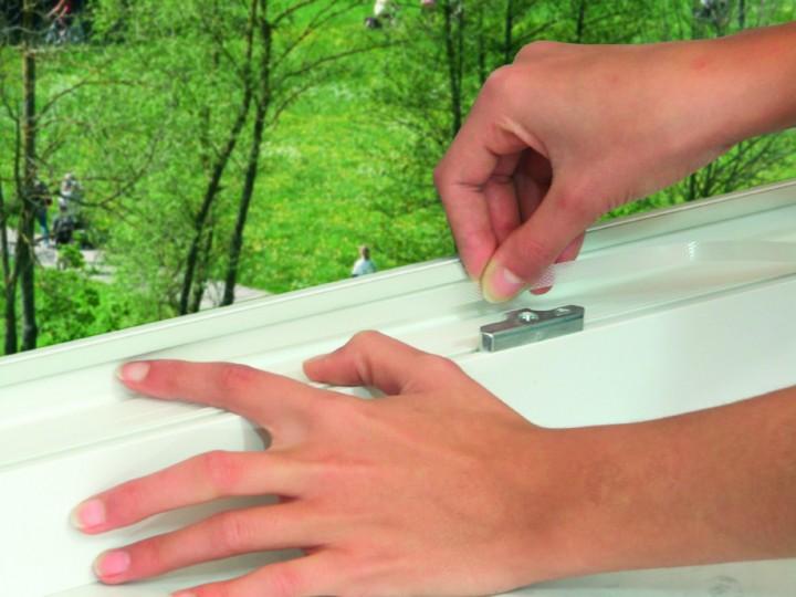 Lamellenvorhang 2 Lamellen Klettband anbringen