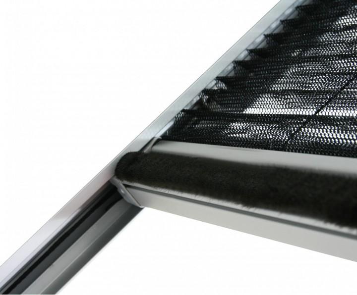 Insektenschutz Dachfenster Plissee Bürstendichtung an Griffleiste
